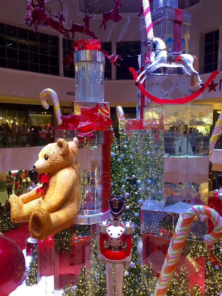 Santa at Aventura Mall MommyMafia.com